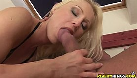 Blonde Jasmin has blowjob experience of